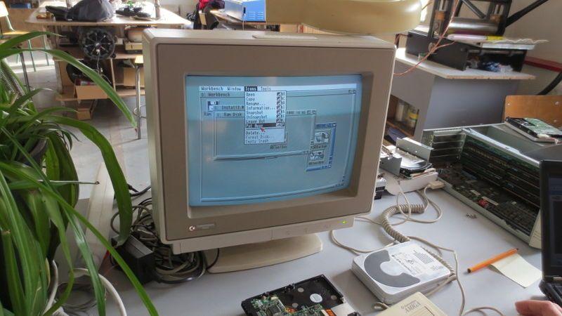 800px-Amiga4000-1